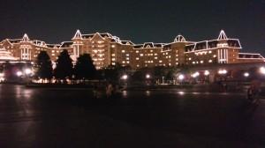 夜のホテルライトアップ